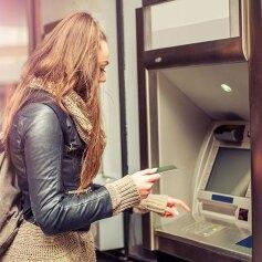 Bezpieczna wypłata pieniędzy z bankomatu