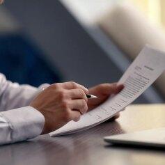 Bierzesz pożyczkę online? Przeczytaj umowę!