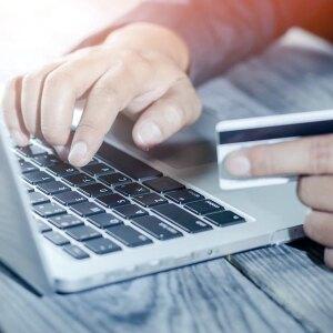 Jak zapłacić kartą w zagranicznych sklepach?