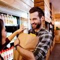 Jak płacić za zakupy spożywcze z dostawą do domu?