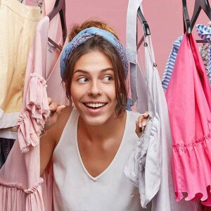 Jak skutecznie posprzątać szafę z ubraniami?