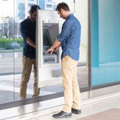 Kiedy zapłacimy za korzystanie z bankomatu?