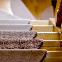 Schody do domu – drewniane, kamienne czy stalowe?