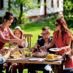 Efektowna dekoracja stołu na rodzinny obiad