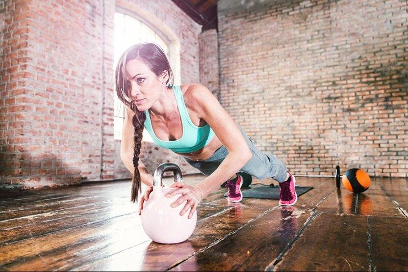 Crossfit, joga, siłownia, fitness – co najlepsze dla kobiet po 30. roku życia?