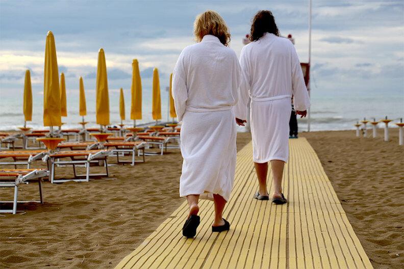 Idealny szlafrok na lato – podpowiadamy, na co zwrócić uwagę