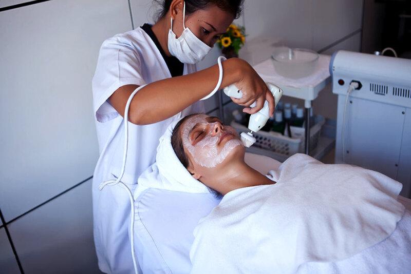 Jak usunąć przebarwienia ze skóry?