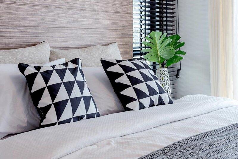 Najmodniejsze poduszki do domu – 5 wzorów, które warto poznać