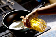 Oleje, które warto mieć w swojej kuchni