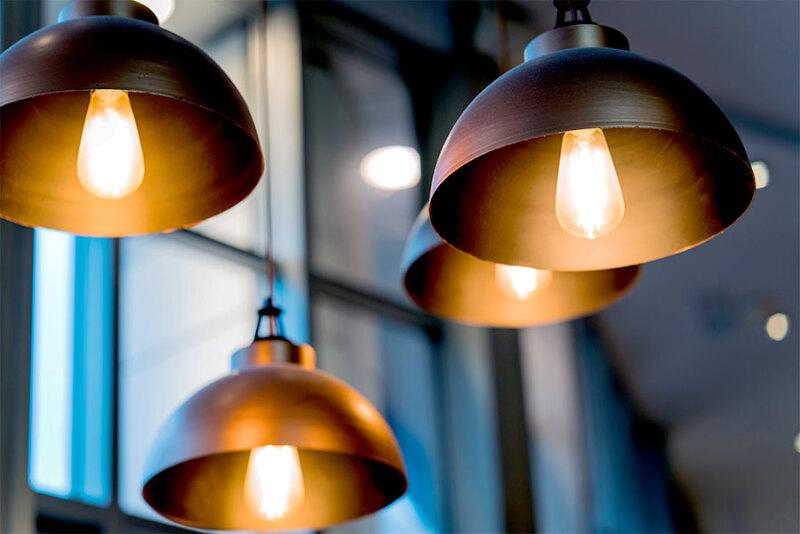 Stylowe lampy do sypialni – przegląd modeli